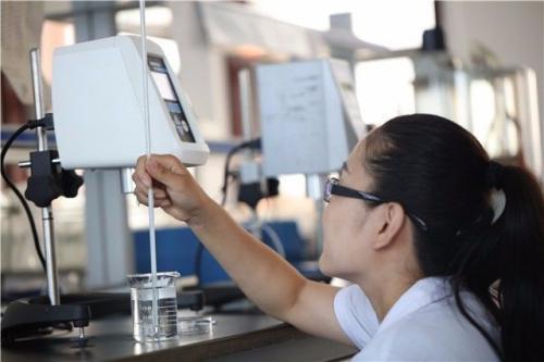 作为干混砂浆最重要的外加剂,纤维素醚在干砂浆的性能和成本中起着关键作用。有两种类型的纤维素醚:一种是离子型,如羧甲基纤维素钠(CMC),另一种是非离子型,如甲基纤维素(MC),羟乙基纤维素(HEC)羟丙基纤维素(HPMC)等。