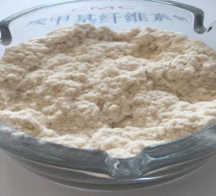 根据以往对羧甲基纤维素的了解,此产品是一种易溶于水的物质,当羧甲基纤维素颗粒散布在水中时,会立刻溶胀从而产生溶解,但是不溶于乙醇等溶液上。