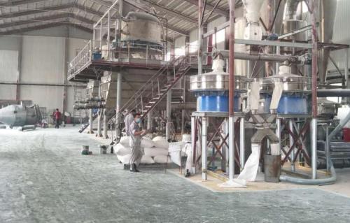 羧甲基纤维素钠在食品工业中关键作为增稠剂,在医药业中关键作为媒介。羧甲基纤维素钠广泛运用于钻井液改性剂、金属切削液、有机化学洗洁剂、印染剂、日化商品水溶胶、制药业工业生产粘度和破乳剂、食品工业增稠剂、陶瓷工艺粘度、工业生产粘度、造纸行业粘度等。